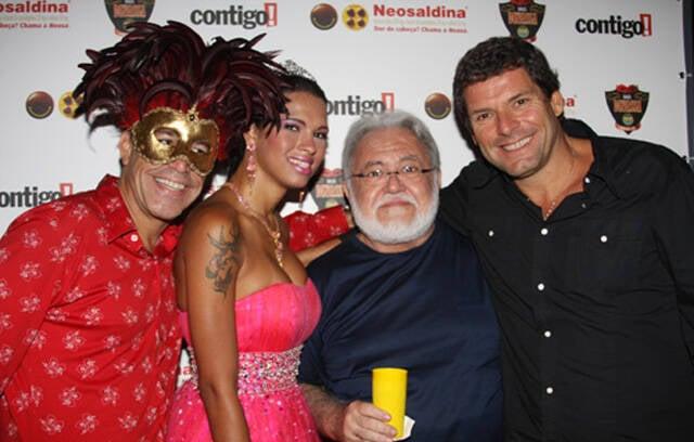 Luiz Calainho, Ariadna, Ricardo Amaral e Alexandre Accioly. Os mocinhos foram os grandes responsáveis, junto com Bernardo Amaral, para a volta desses bailes incríveis, tá?