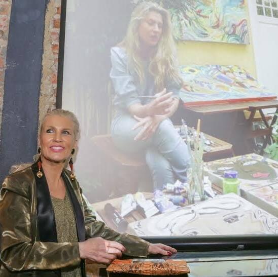 A artista Marie Mercier só apareceu no telão; ao lado, sua mãe, Marie Annick