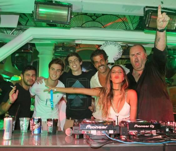 Todos os DJs da festa com Álvaro Garnero