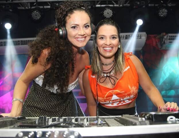A DJ Paty Ramiro e Thaissa Castellani