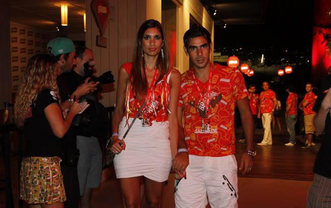 O Jogador Herrera, do Botafogo, com sua esposa