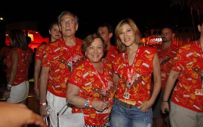 Família unida é isso: Nicete Bruno, Paulo e Beth Goulart