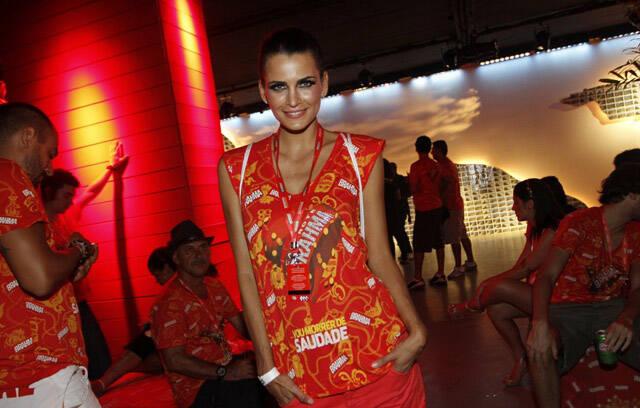 Fernanda Tavares: modelo em pose de...modelo