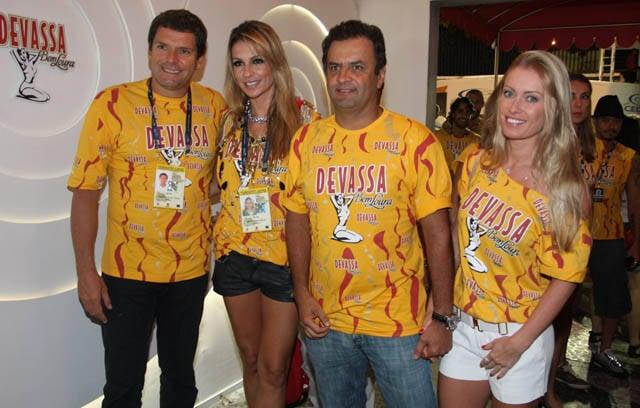 Os casais Alexandre Accioly e Renata Padilha - Aécio Neves e Letícia Weber