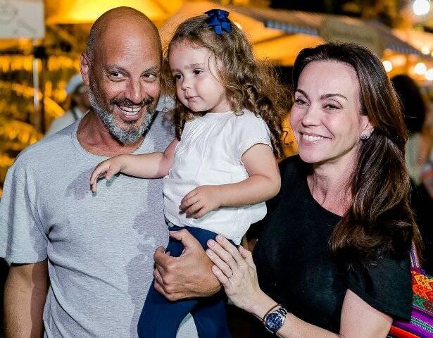 Avner Saragossy e Flávia Monteiro com Sophia