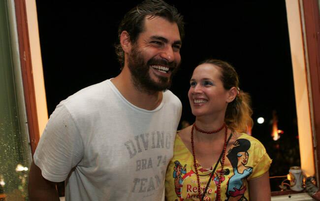 Por lá, o ator Thiago Lacerda com sua mulher, Vanessa Lóes