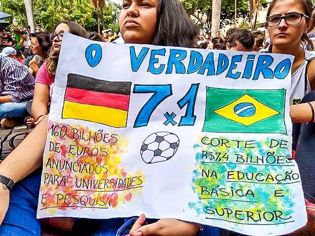 Cartaz da USP de Ribeirão Preto /Foto: Reprodução