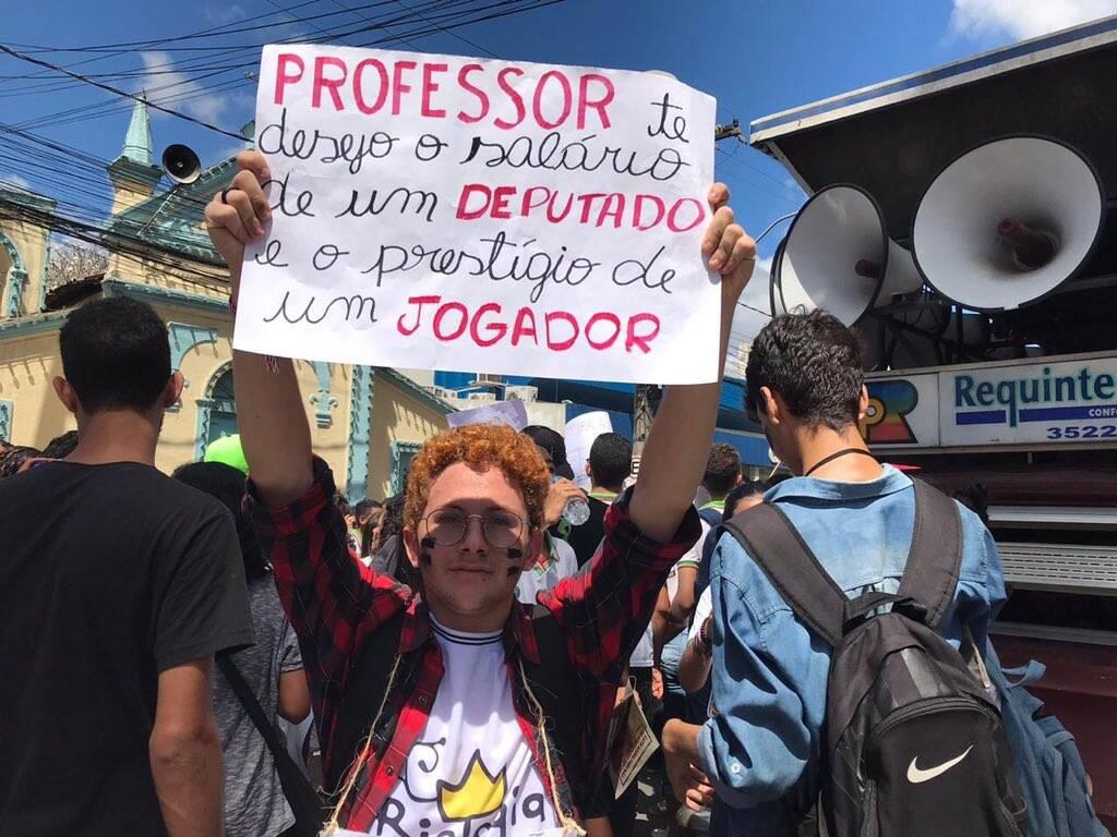 Estudante pede a valorização do professor /Foto: Reprodução