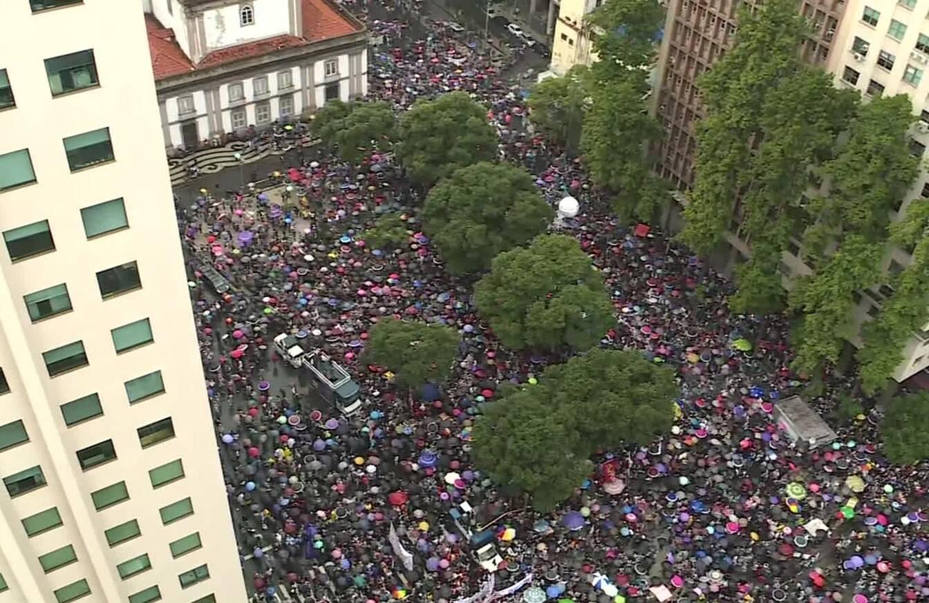 A Candelária ficou lotada de manifestantes /Foto: Reprodução TV Globo