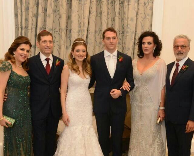 Os noivos com seus pais: Andrea e Celso Niskier - Isac e Eliane Saadia