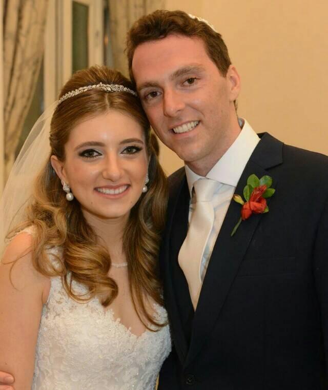A bela Giovanna Niskier com o noivo Felippe Saadia: cerimônia linda no Copacabana Palace