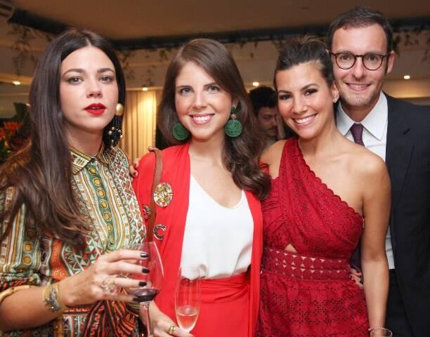 Betina De Luca e Mariana Langlands com o casal Nicole Tamborindeguy e Ricardo Manela