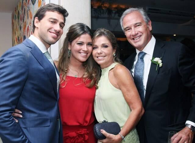Luis Felipe Pereira da Silva com a irmã, Juliana e os pais Luciana e Fernando Pereira da Silva