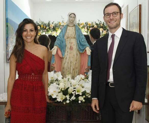 Nicole Tamborindeguy e Ricardo Manela com Nossa Senhora das Graças, que era de Alice Tamborindeguy