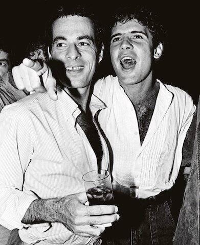 Ney Matogrosso e Cazuza durante sua festa de aniversário no Castel, em 1986