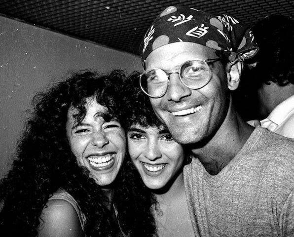 Bebel Gilberto, Sylvia Buarque e Cazuza nos bastidores do show de Chico Burque, no Canecão, em 1988