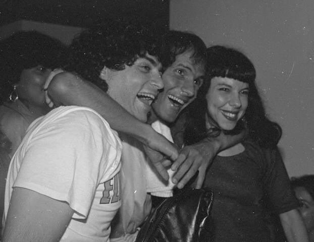 Frejat, Cazuza e Alice Pellegatti nos bastidores do show de Cazuza, no Canecão, em 1988