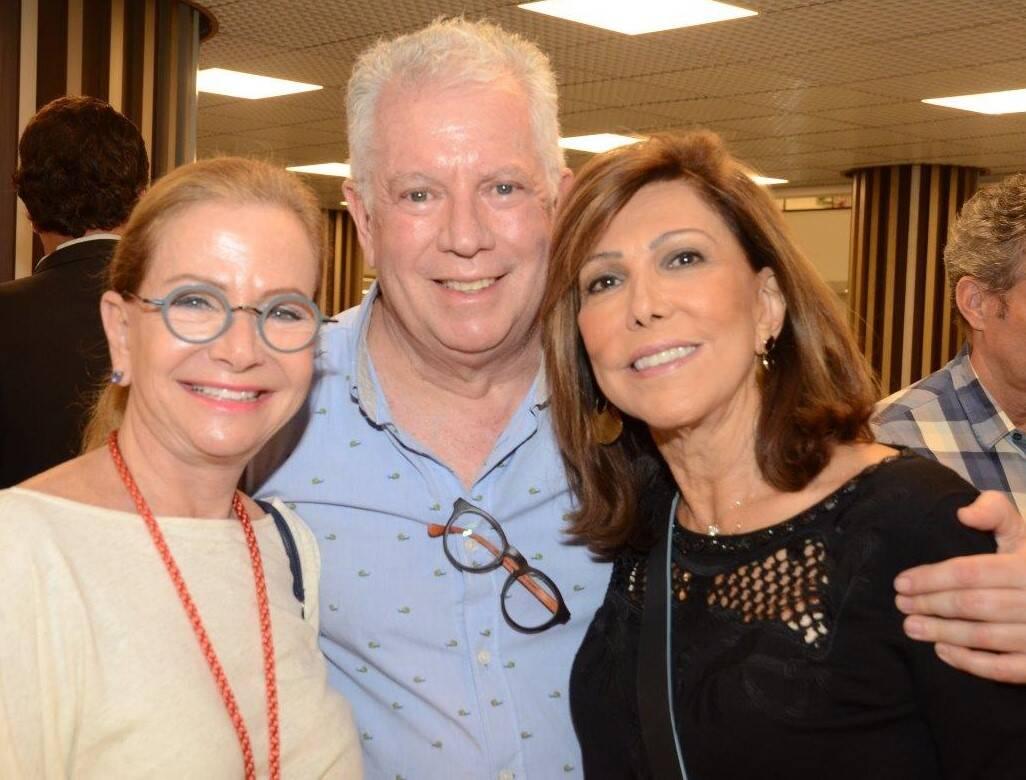 Conny Lowndes, Chicô Gouvêa e Ana Luiza Rothier na mostra de John Nicholson /Foto: Marco Rodrigues