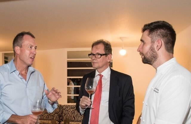 O cônsul americano James Story, o cônsul adjunto alemão Joachim Schemel e o chef João Paulo Frankenfeld, do Riso Bistrô