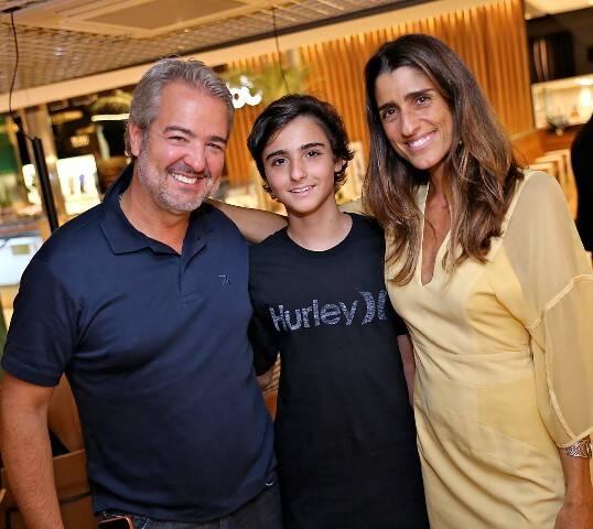 Thomaz e Felipe Naves com Cynthia Howlett