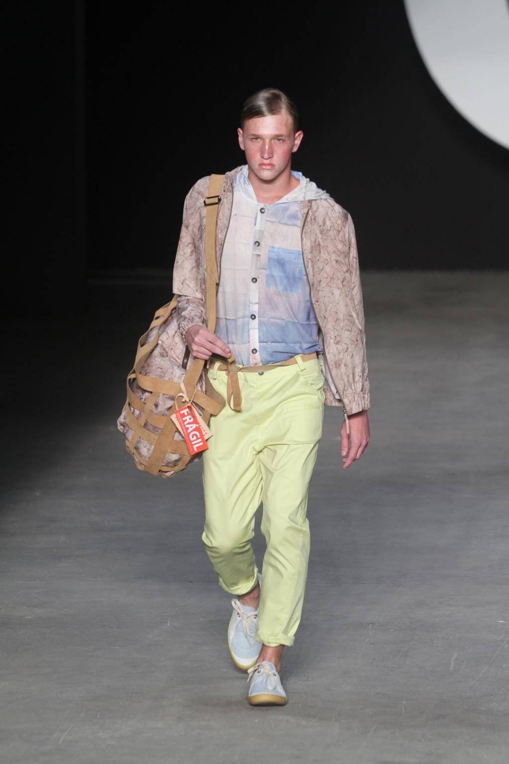 OESTUDIO, sapato desejo + calça amarela, bolsa