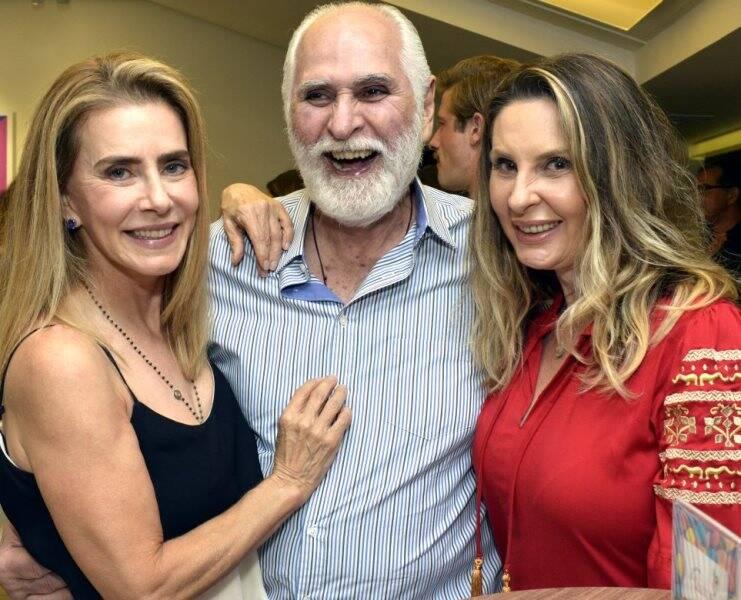Maitê Proença com o casal Paulo Fernando Marcondes Ferraz e Calliope Arrigoni
