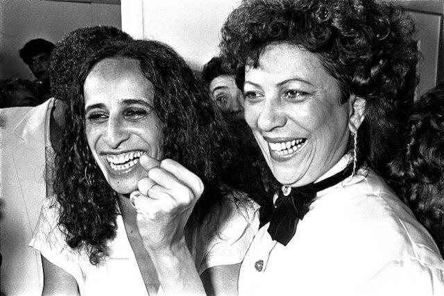 Maria Bethânia e Beth Carvalho no show de Maria Bethânia, no Canecão, em outubro de 1985