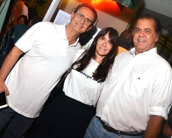 O casal Hélio e Claudia Ferraz com Catito Peres