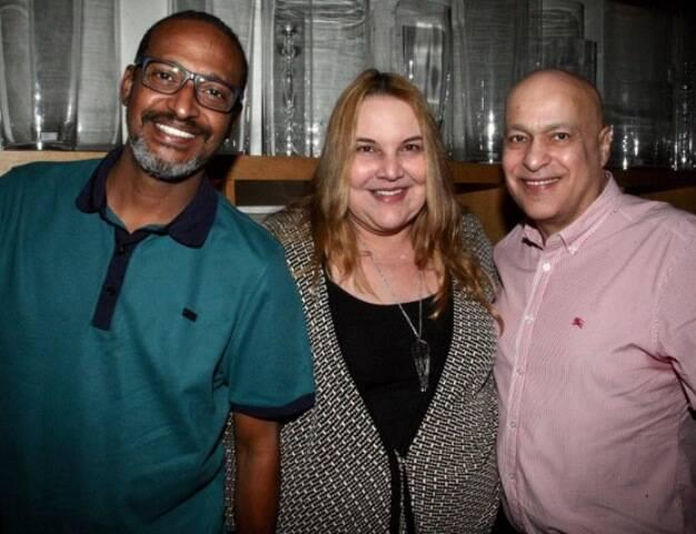O casal Marcos Vieira e Dadá Carvalho com Luiz Xavier