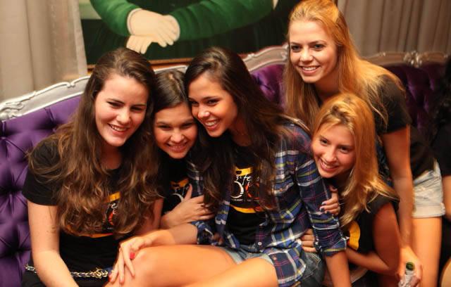 Tati Maia com as meninas