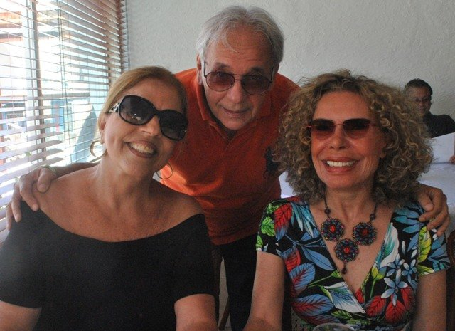 Paula e Lourival Paes com Gilsse Campos