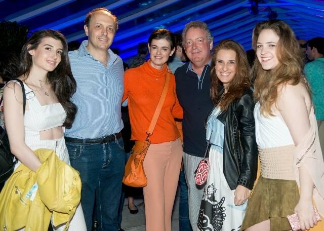 Maria Antonia, Roberto e Teka Dunin com Guilherme, Bebel e Julia Schmidt