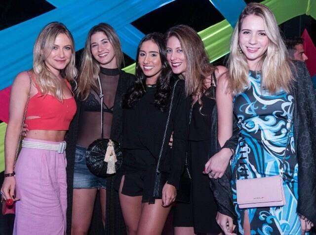 Lívia Verjovsky, Helena Abbud, Fernanda Politi, Noah Stern e Caroline Isabelle
