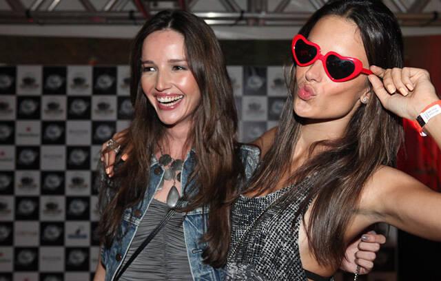 Renata Maciel e Alessandra Ambrosio