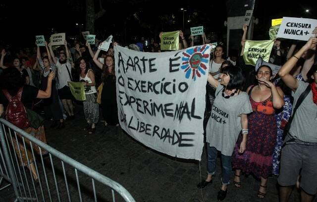A manifestação em frente ao Cine Odeon, no Centro