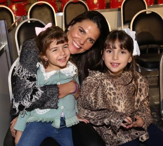 Daniella Sarahyba com as filhas Gabriela e Rafaela