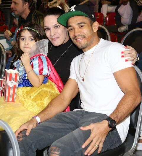 José Aldo com a mulher Viviane e a filha Joanna