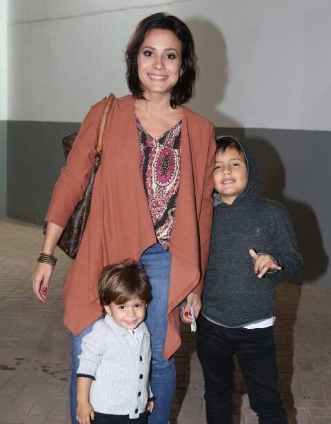 Juliana Knust com os filhos Mateus e Arthur