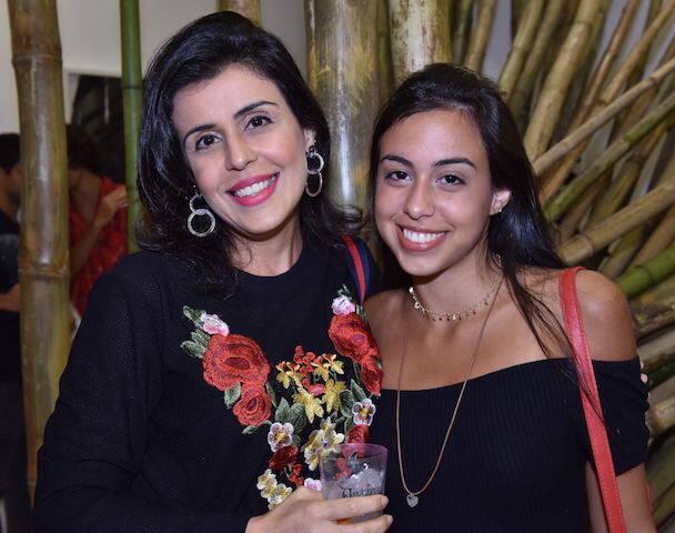 Luciana de Araujo Pinho com a filha Virgínia
