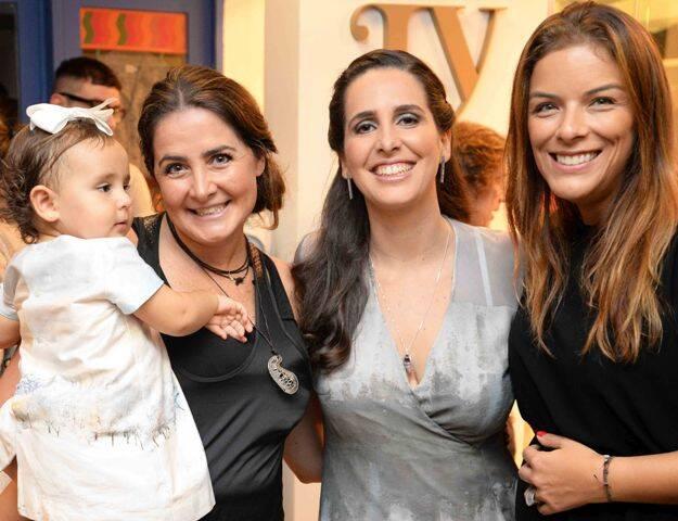 Maria Antonia e Beatriz Queiroz com Vanessa Robert e July Freitas