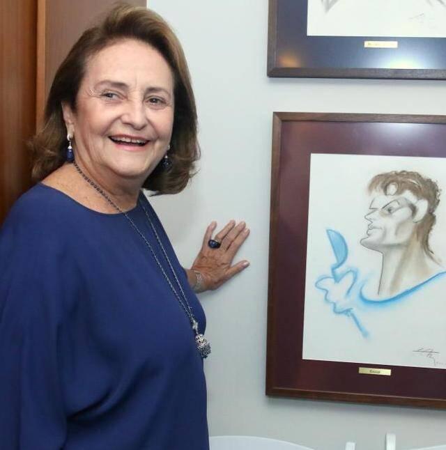 Lucinha Araújo e a caricatura de Cazuza, feita por Lan