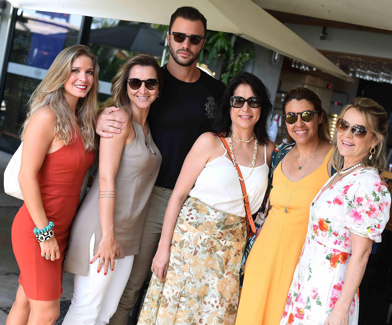 Aline Araujo, Gabriela Eloy, Rodrigo Beze, Simone Meira, Bianca da Hora e Nathalia Paes /Foto: Ari Kaye