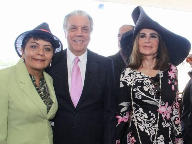 A cônsul do México Linda Munive, Sérgio e Helen Barcelos