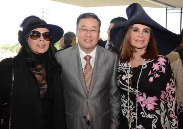 Maria Luiza Mendonça, o cônsul da China, Song Yang, e Hellen Barcellos