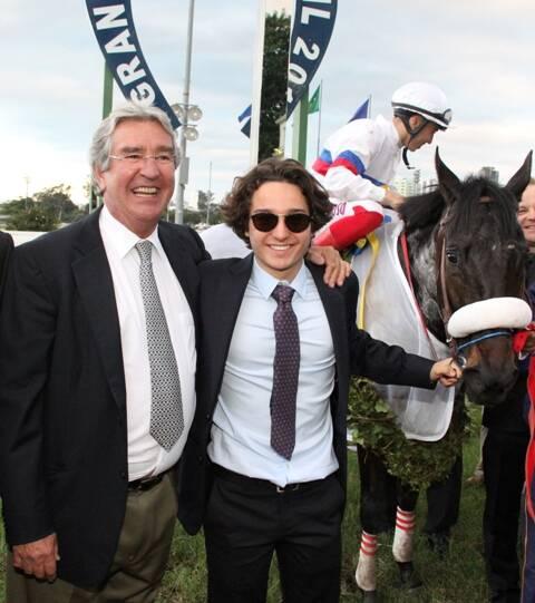 Alfredo Grumser, o filho Antônio, o jóquei Cardoso e o cavalo My Cherie Amour