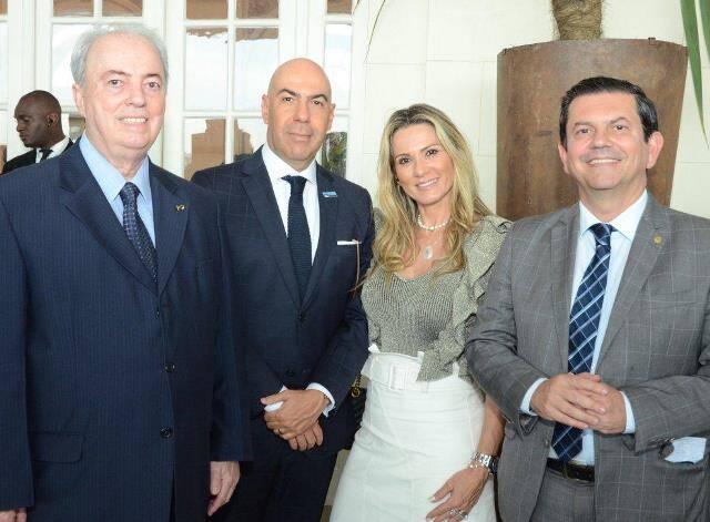 Nilo Sérgio, o casal Marcelo Alves e Adriana Alves, e Otávio Leite