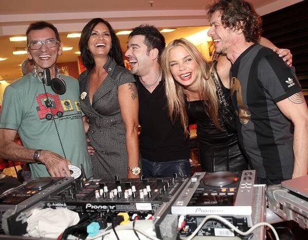 DJ Amândio, Luiza Brunet, Carlos Tufvesson,  Alexia Dechamps e André Piva, em 2010  /Foto: Arquivo site Lu Lacerda