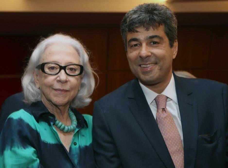 Fernanda Montenegro com José Fernando Aparecido, o filho do homenageado /Foto: Felipe Valentim