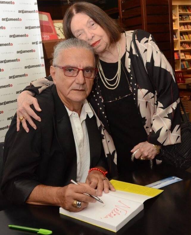 Jorge Salomão e Nélida Piñon, no lançamento do livro do poeta, em dezembro de 2019 /Foto: Arquivo site Lu Lacerda