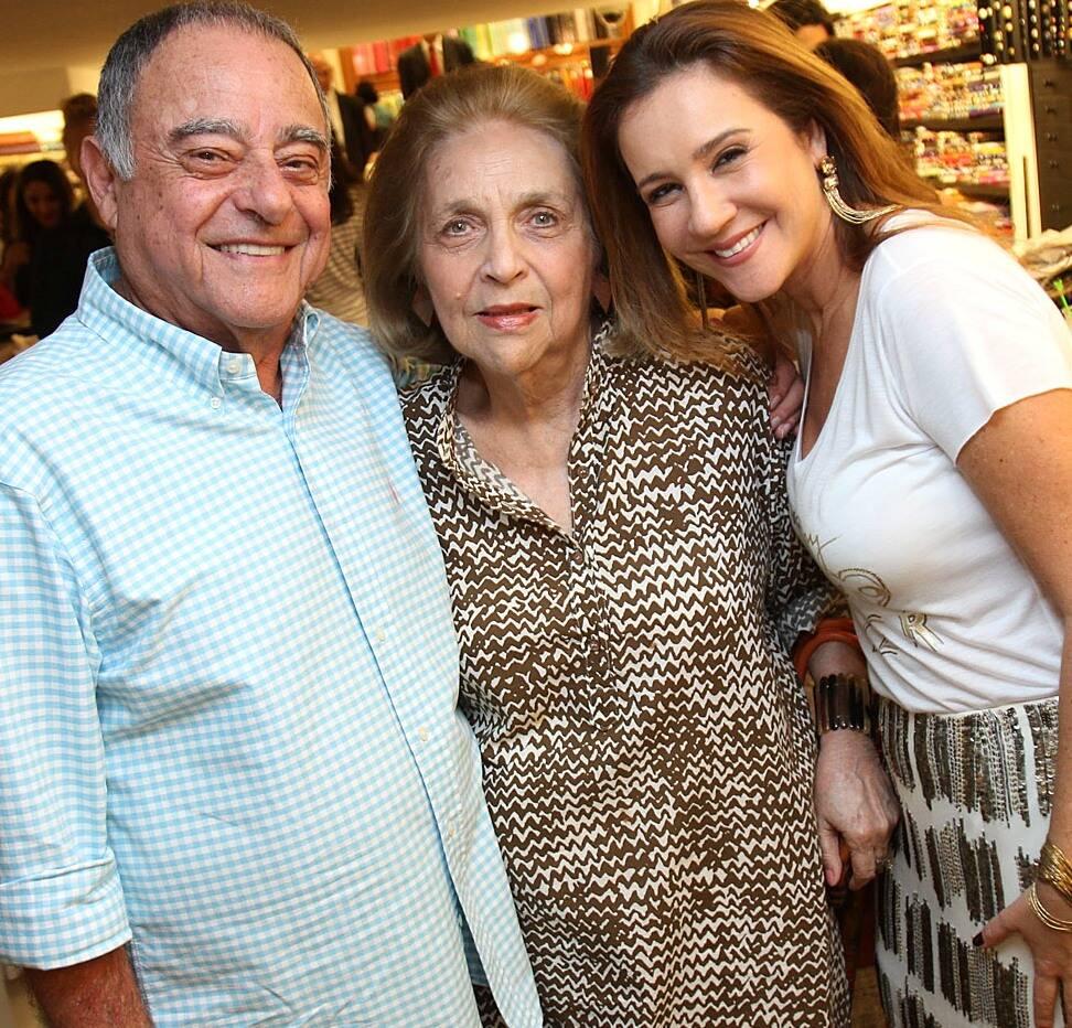 Glorinha Paranaguá entre Davi e Rachel ChreemGlorinha Paranaguá entre Davi e Rachel Chreem em 2012 /Foto: Arquivo site Lu Lacerda